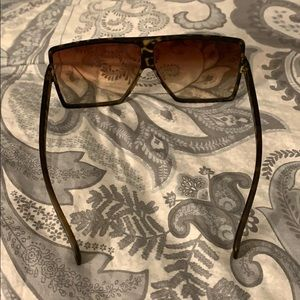 Accessories - NEW Tortoise gradient sunglasses